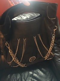 New Large black purse with chains , never worn Montréal, H1E 4R1