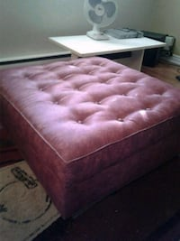 tufted red and white ottoman L'Assomption, J5W 5Y1