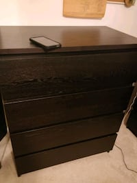 Like new chest dresser with big drawers in great c Annandale, 22003