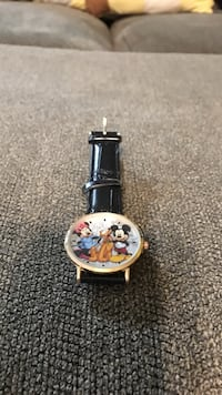 round silver-colored Disney analog watch with black leather strap New Lexington, 43764