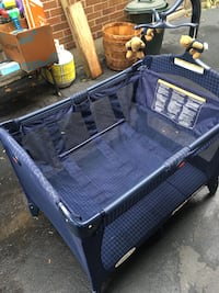 Graco playpen with bassinet Toronto, M6S 1L5