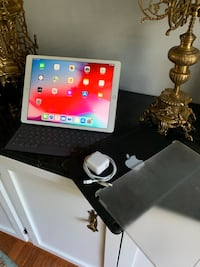 iPad Pro 12.9 32G with Apple keyboard and 2 cases Great Falls, 22066