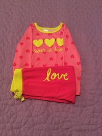pink heart print crew-neck long-sleeved t-shirt with pink bottoms (Pjs )
