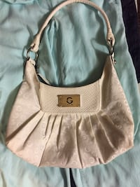 2 Guess purses for sale 620 km