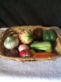 19 pc ceramic fruits and vegt with basket Victorville, 92392