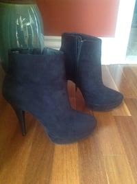 Steve Madden faux suede ankle boots size 9 with non slippery soles in excellent condition ! Brossard, J4Y 2J7