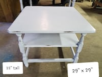 Really nice wood end table Large Thurmont