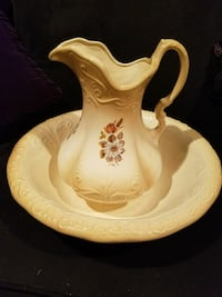 Vintage antique ceramic pitcher & serving bowl set 29 mi