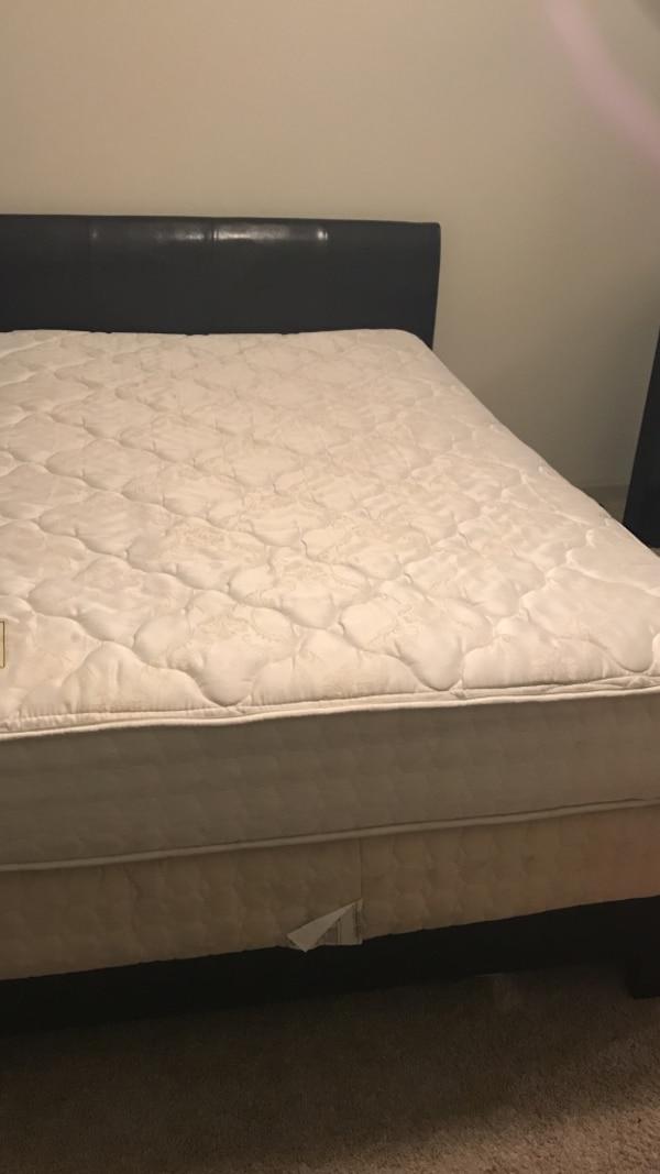 Full size mattress and box spring set