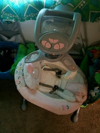 baby's white and green cradle n swing Dayton, 45432