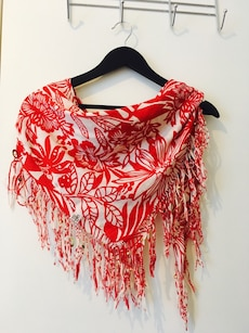 White/red scarf