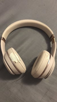 White and gray wireless headphones Mississauga, L4Z 2R6