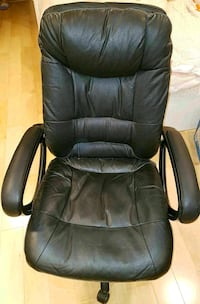 Black leather office chair  Los Angeles, 90036