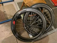 Flo 60 carbon road wheels practically new