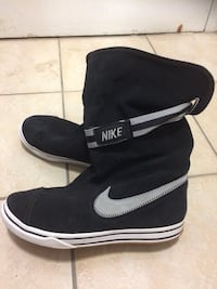 Black and white nike high top sneskers Toronto, M3C 1G5