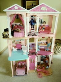 white and pink plastic doll house Hampshire, 60140