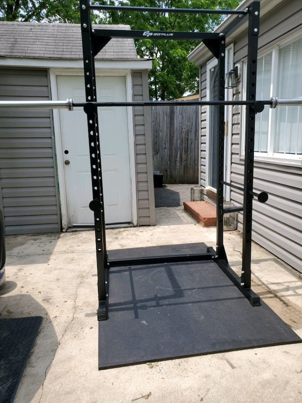 Brand new power rack (barbell not included) a7123eb5-75af-4c54-acf4-206c2cf132f1