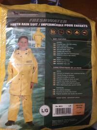 YOUTH RAIN SUIT Brand new... never used.....