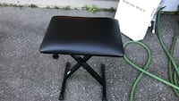 black leather padded rolling chair Burnaby, V3N 1L6