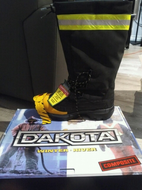 Never worn Mens Dakota Composite Winter Boots (siz