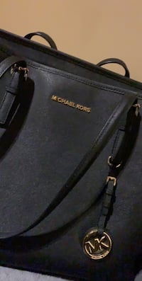 Michael kors purse Langley, V3A 2C5