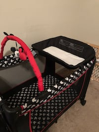 baby's black and pink floral travel cot Las Vegas, 89118