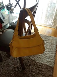 Nice yellow handbag  Ankeny, 50021
