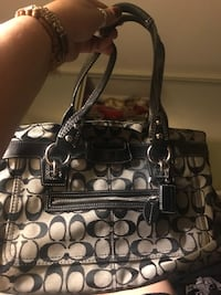 Coach bag in great condition for $30,  North Vancouver, V7K 2H4