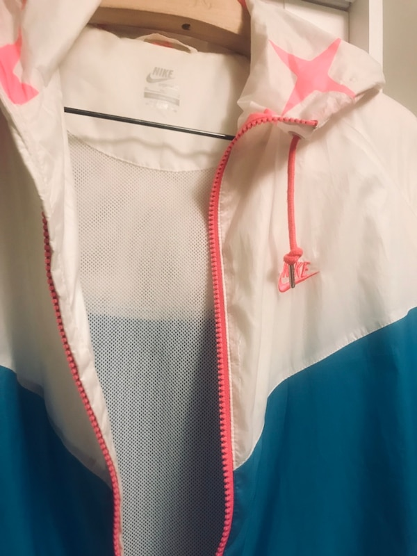 Nike thin rain  jacket / neon pink. Double lining with zippered pocket 8f08170a-7b30-4ef0-a8e9-bf094b9ee535