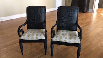 Hickory furniture 2 rattan arm chairs. Excellent condition