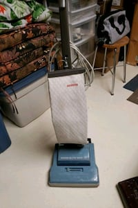 Hoover upright...works great. Clean!!!  Smoke free home Toronto, M9N 3A5