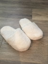 Women's White slippers  Rancho Cordova, 95670