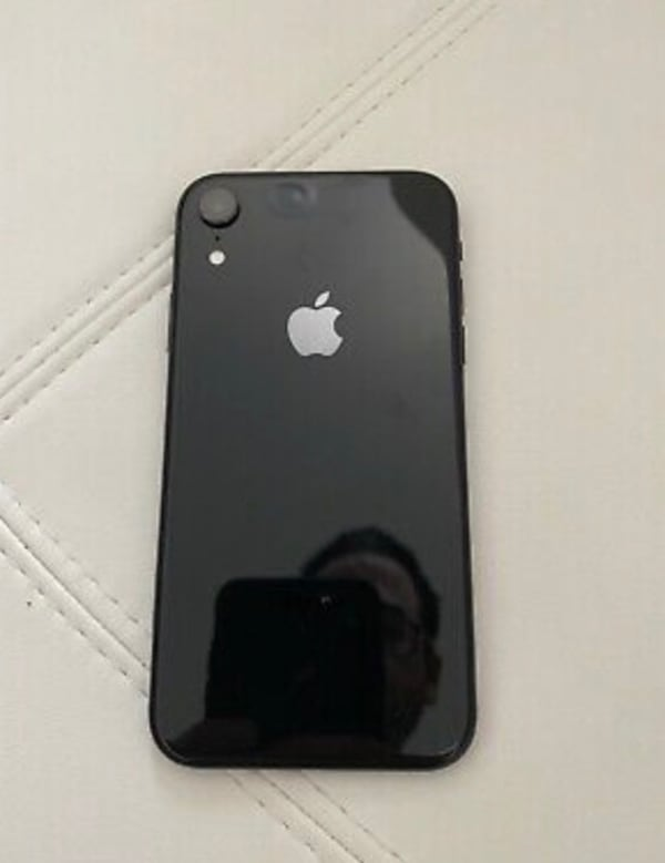 iPhone XR  70eec1bf-a984-4ed3-b557-2841f4cee1d9