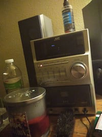 5 disc cd player with USB audio and aux hook up