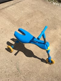 children's blue trike Herndon, 20171