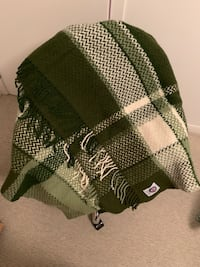 Pure high quality wool throw blanket made in Iceland  Toronto, M5S 3M4