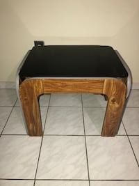 Wood & Glass Side Table in Good Condition! Miami, 33175