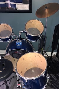 7 piece drum set with seat