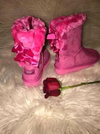 pair of pink suede boots District Heights, 20747