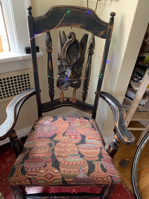 HALLOWEEN Haunted House Chair 79bc04d9-10f1-4bc7-a923-5be469c48901