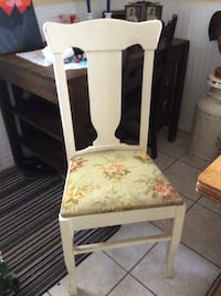 Set of 4 lovely vintage painted dining chairs Kitchener, N2M 1L4