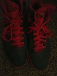 pair of red Nike low-top sneakers size 9 Champaign, 61821