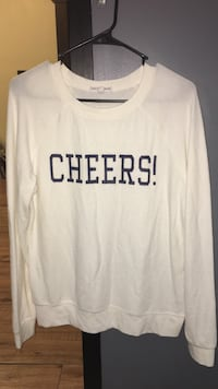 white with Cheers! print long sleeves shirt