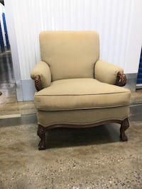 Beige fabric padded sofa chair Purcellville, 20132