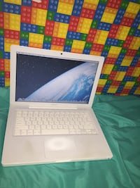 "13"" White Mackbook Washington, 20011"
