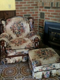 Free chair and love seat  Thorold, L2V 3J1