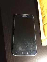 Selling Samsung s6 for parts won't turn on charger ports broken  London, N6H 0E9