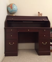 Brown wooden single-pedestal desk Springfield, 22150