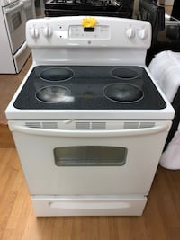 GE white electric stove  47 km