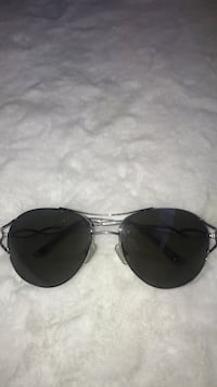 Silver-colored framed bcbg sunglasses Montréal, H1T 3W8